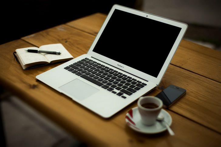 カフェで仕事をした時の費用は経費かどうか?